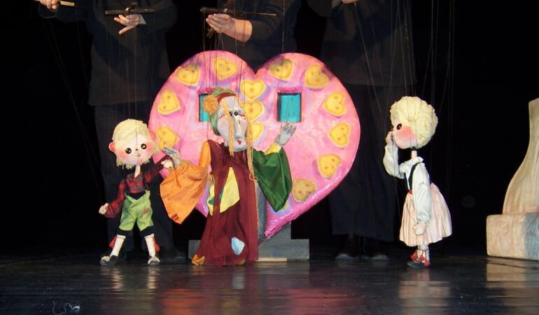 Hansel și Gretel vă dau întâlnire, din nou, pe scena Trupei Marionete