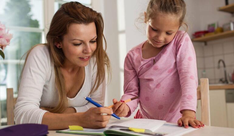 Părinți, vreți să aveți copii de succes? Încurajați-i!