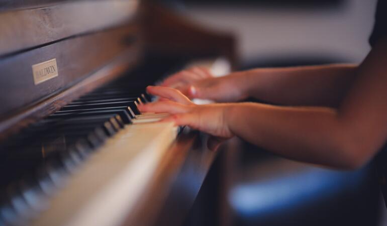 Concurs național de interpretare la pian pentru copii. Cum vă înscrieți