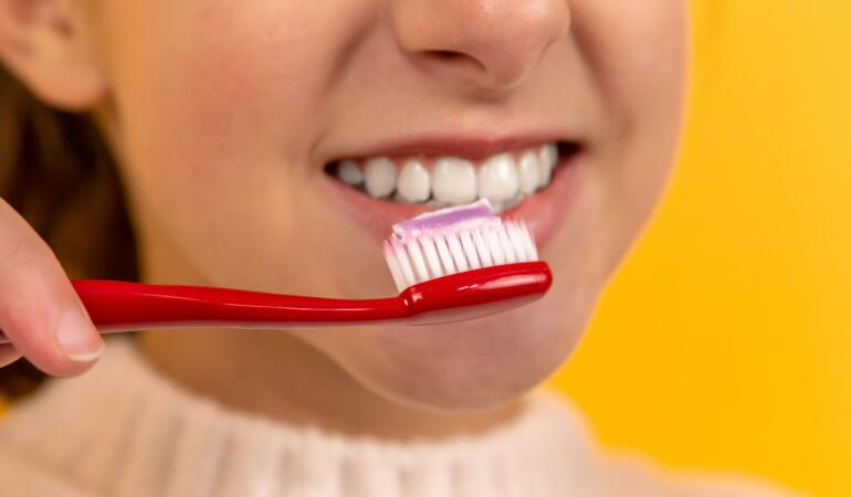 Sfaturi utile pentru dinți sănătoși și frumoși