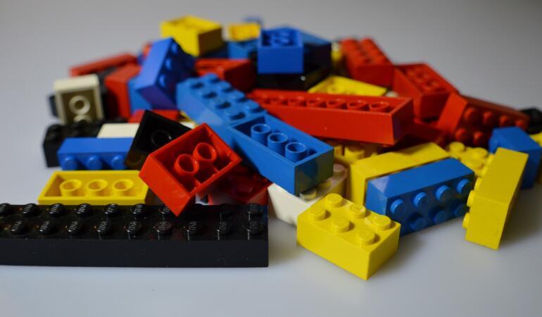 """LEGO luptă pentru un viitor """"eco"""". Din ce vor fi făcute cărămizile de jucărie în viitor"""