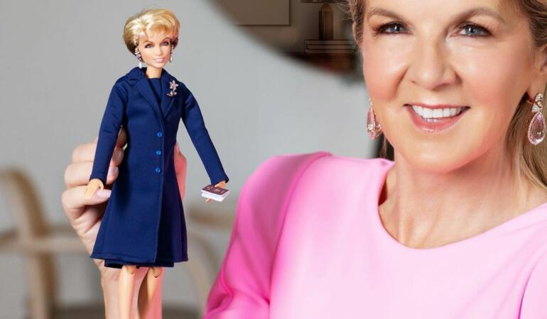 Julie Bishop, prima femeie ministru din Australia, a primit propria sa păpușă Barbie