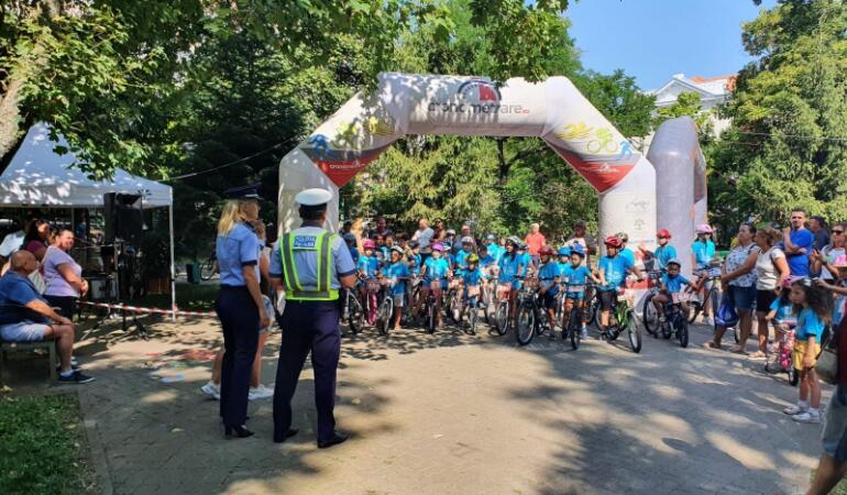 Polițiștii din Arad au grijă de micii bicicliști