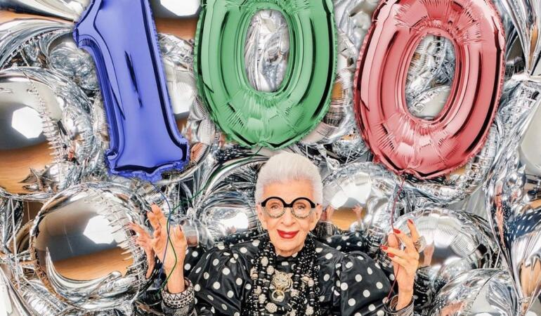 Cea mai bătrână fashionistă, Iris Apfel, un exemplu pentru tineri la 100 de ani
