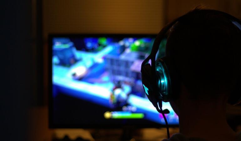 Copiii chinezi se vor juca mai puțin pe calculator. Decizia luată de guvern