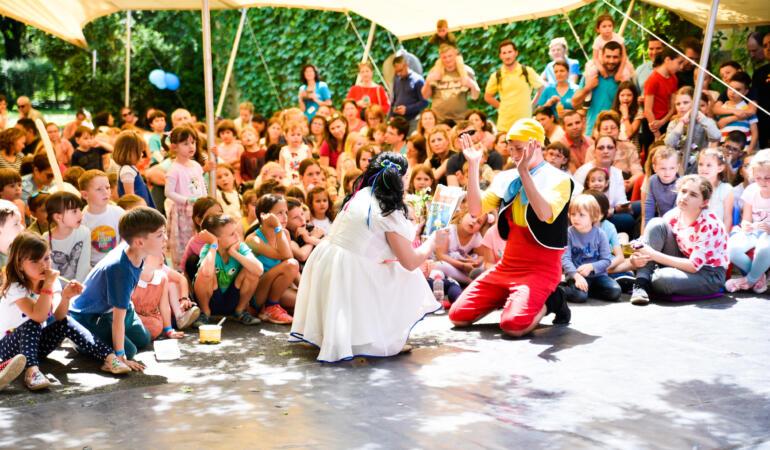 """""""Căsuța Piticilor"""" îi așteaptă pe copii la distracție"""