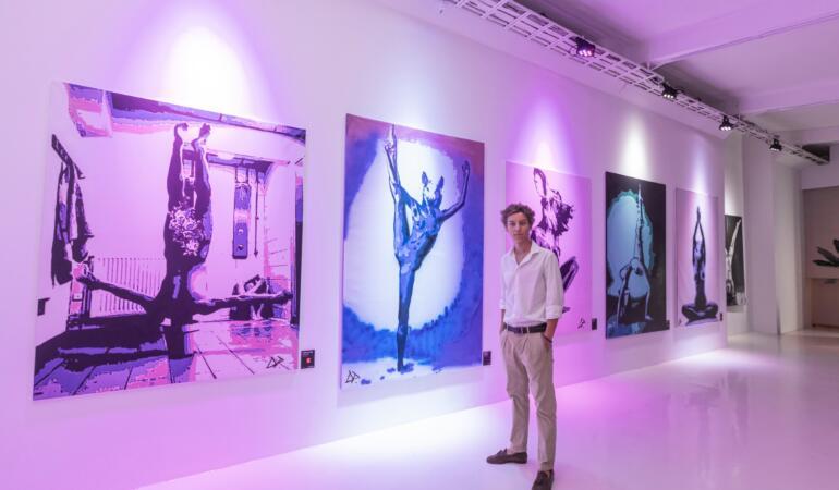 Povestea lui David Podut, tânărul de 17 ani care a impresionant prin arta sa