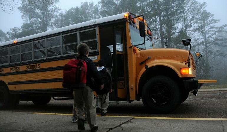 Copiii se întorc la școală. Cum îi menținem în siguranță pe cei mici