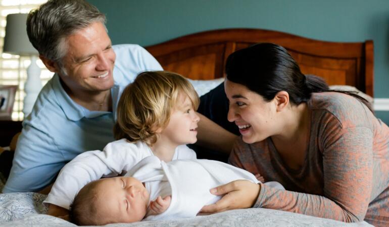 Avertisment înaintea noului val Covid-19. Șase sfaturi pe care toți părinții trebuie să le cunoască pentru a ușura provocările legate de izolare
