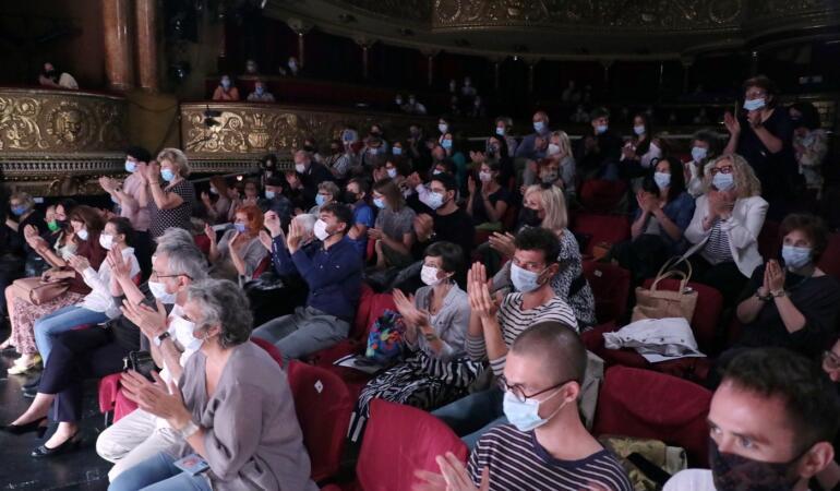 Condițiile pe care trebuie să le respectăm pentru a merge la teatru