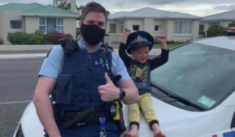 Un băiat din Noua Zeelandă a chemat Poliția să-și prezinte jucăriile