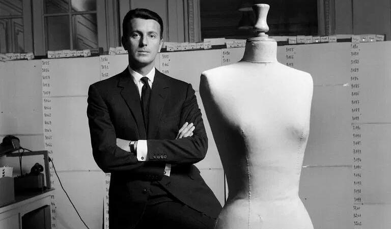 PRIN LUMEA MODEI. Hubert de Givenchy, designerul actriței Audrey Hepburn