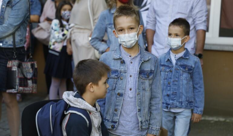 Ce vor părinții elevilor în valul 4 al pandemiei