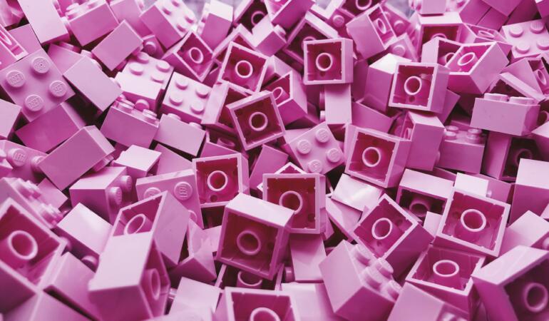 """LEGO """"Ready for Girls"""", o campanie care celebrează fetele"""