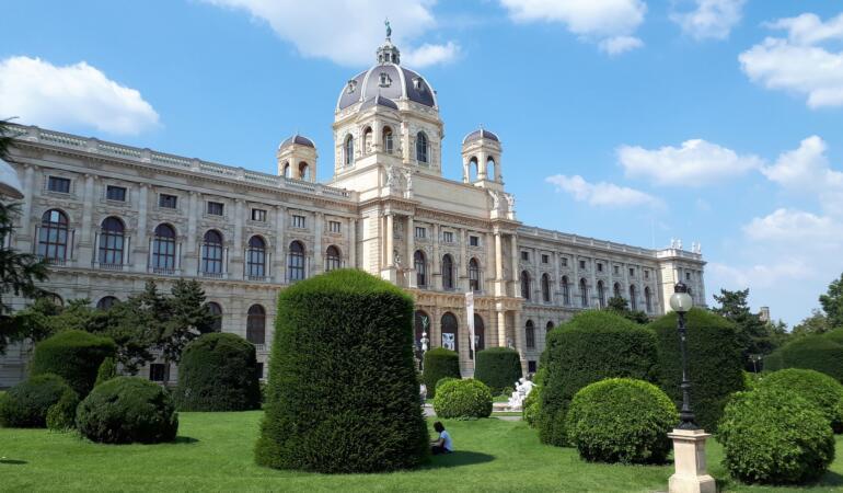 Muzeele vieneze și-au făcut Onlyfans. Care este motivul acestei decizii